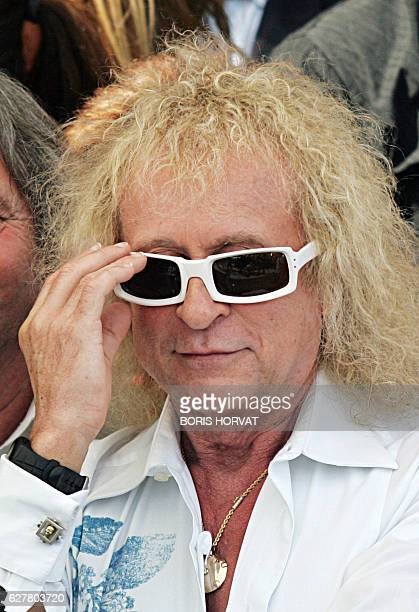 French singer Michel Polnareff adjusts his glasses 03 July 2007 in Marseille during the celebration of his 63rd birthday AFPPHOTO BORIS HORVAT / AFP...