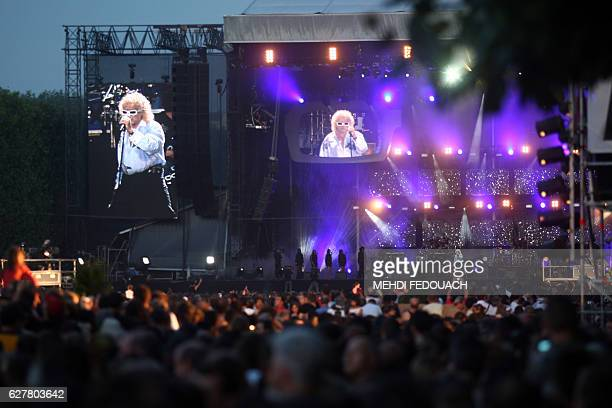 French singer Michel Polnareff performs during a concert as part of the Bastille Day celebration 14 July 2007 in Paris AFP PHOTO MEHDI FEDOUACH / AFP...