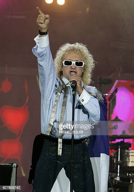 French singer Michel Polnareff performs during a concert as part of the Bastille Day celebration 14 July 2007 in Paris AFP PHOTO POOL MICHEL EULER /...