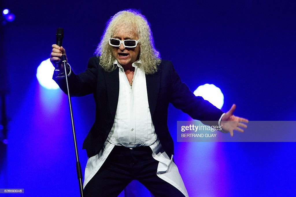 French singer Michel Polnareff performs on stage during a concert in Epernay, eastern France, on April 30, 2016. / AFP / Bertrand GUAY