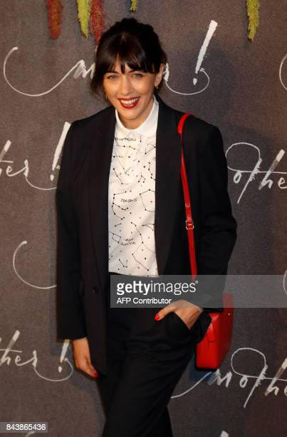 French singer Nolwenn Leroy poses prior to attending the premiere of the film 'Mother' on September 7 in Paris / AFP PHOTO / FRANCOIS GUILLOT