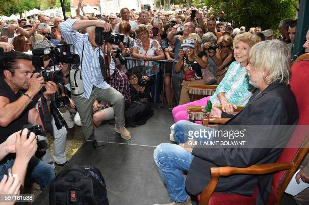 French singer Renaud Séchan and French academician Helene Carrere d'Encausse pose for photographs during the 21th book fair La Foret Des Livres on...