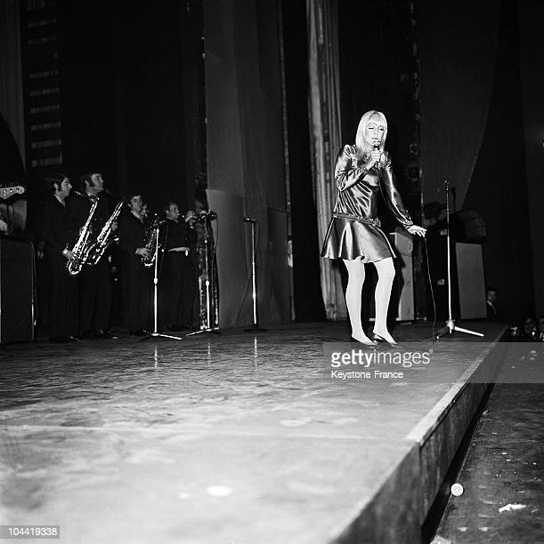 French Singer Sylvie Vartan During Her Concert At The Olympia The 17Th March 1967