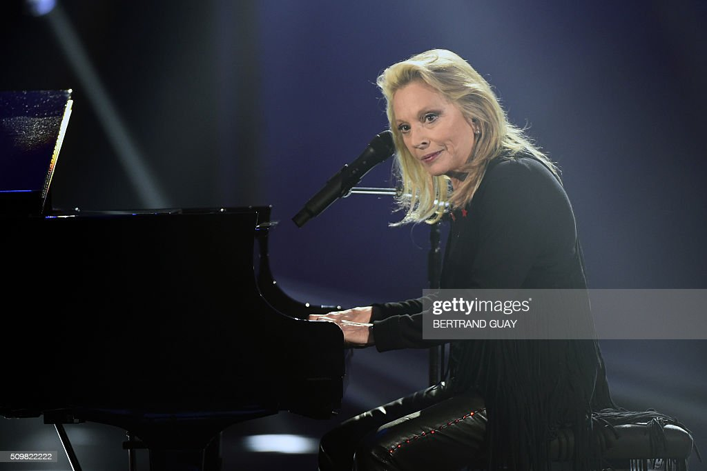 French singer Veronique Sanson performs on stage during the 31st Victoires de la Musique, the annual French music awards ceremony, on February 12, 2016 at the Zenith concert hall in Paris. AFP PHOTO / BERTRAND GUAY / AFP / BERTRAND GUAY
