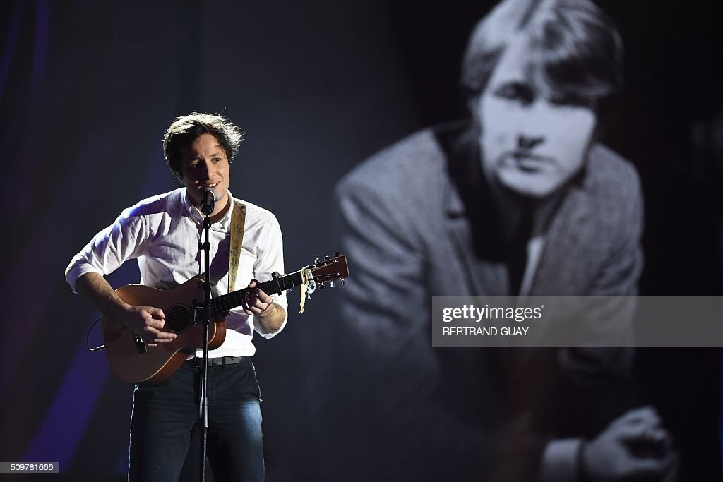 French singer Vianney Bureau aka Vianney performs on stage in homage to French singer and songwriter Michel Delpech, during the 31st Victoires de la Musique, the annual French music awards ceremony, on February 12, 2016 at the Zenith concert hall in Paris. AFP PHOTO / BERTRAND GUAY / AFP / BERTRAND GUAY