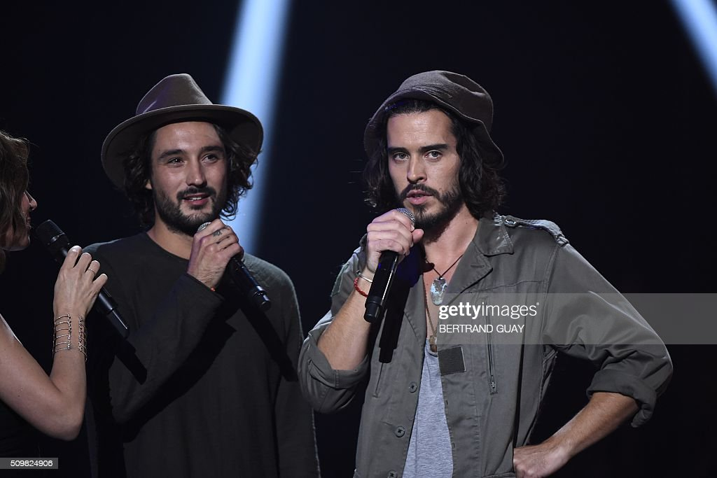 French singers and musicians of the band 'Frero Delavega' Jérémy Frérot (L) and Florian Delavega (R) speak during the 31st Victoires de la Musique, the annual French music awards ceremony, on February 12, 2016 at the Zenith concert hall in Paris. AFP PHOTO / BERTRAND GUAY / AFP / BERTRAND GUAY