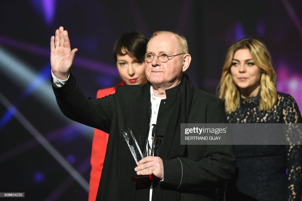 French singers Jeanne Cherhal (L) and Louane (R) look at French singer and composer William Sheller (C) after he received a special honour during the 31st Victoires de la Musique, the annual French music awards ceremony, on February 12, 2016 at the Zenith concert hall in Paris. AFP PHOTO / BERTRAND GUAY / AFP / BERTRAND GUAY