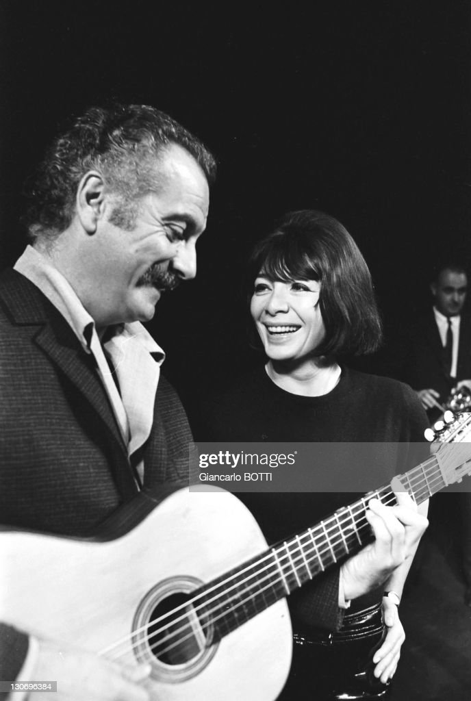French singer-songwriter <a gi-track='captionPersonalityLinkClicked' href=/galleries/search?phrase=Georges+Brassens&family=editorial&specificpeople=882384 ng-click='$event.stopPropagation()'>Georges Brassens</a> with French singer <a gi-track='captionPersonalityLinkClicked' href=/galleries/search?phrase=Juliette+Greco&family=editorial&specificpeople=210869 ng-click='$event.stopPropagation()'>Juliette Greco</a> on the TNP (Theatre National Populaire - People's National Theater) stage during September 1966 in Paris, France.