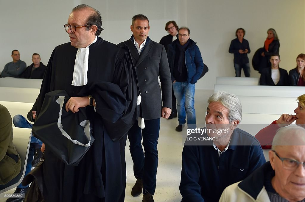 French skipper Yann Guichard (C) arrives to attend his trial at the courthouse of Lorient, western France, on February 10, 2016. On June 16, 2015 his multihull Spindrift 2 hit a race official boat at the start of the 9th Leg of the Volvo Ocean Race between Lorient and Goteborg, off the coast of Lorient. Virginie Le Namouric lost a leg in the accident. / AFP / LOIC VENANCE