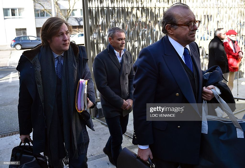 French skipper Yann Guichard (C) arrives with his lawyers Leon del Forno (L) and Herve Temime for his trial at the courthouse of Lorient, western France, on February 10, 2016. On June 16, 2015 his multihull Spindrift 2 hit a race official boat at the start of the 9th Leg of the Volvo Ocean Race between Lorient and Goteborg, off the coast of Lorient. Virginie Le Namouric lost a leg in the accident. / AFP / LOIC VENANCE