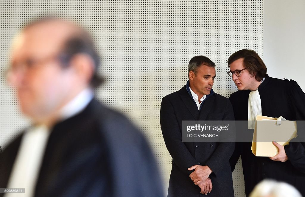 French skipper Yann Guichard (L) talks to his lawyer Leon del Forno (R) before the start of his trial at the courthouse of Lorient, western France, on February 10, 2016. On June 16, 2015 his multihull Spindrift 2 hit a race official boat at the start of the 9th Leg of the Volvo Ocean Race between Lorient and Goteborg, off the coast of Lorient. Virginie Le Namouric lost a leg in the accident. / AFP / LOIC VENANCE