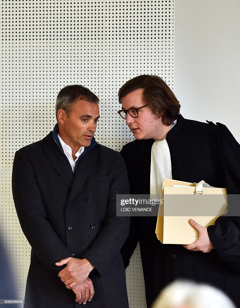 French skipper Yann Guichard (L) talks to his lawyer Leon del Forno (R) before the start of his trial at the courthouse of Lorient, western France, on February 10, 2016. On June 16, 2015 his multihull Spindrift 2 hit a race official boat at the start of the 9th Leg of the Volvo Ocean Race between Lorient and Goteborg, off the coast of Lorient. Virginie Le Namouric lost a leg in the accident. / AFP / LOIC VENANCE / ALTERNATIVE CROP