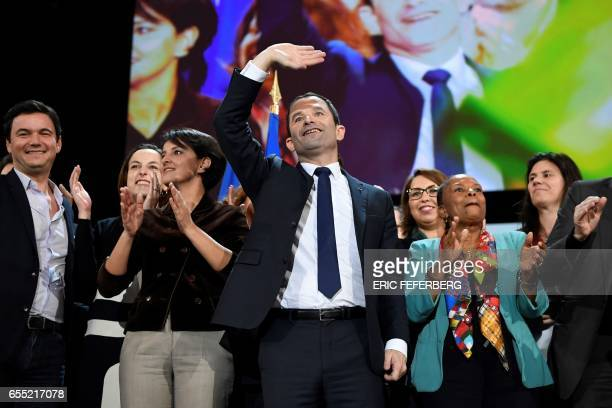 TOPSHOT French Socialist Party presidential candidate Benoit Hamon sings next to former French Justice Minister Christiane Taubira and French...