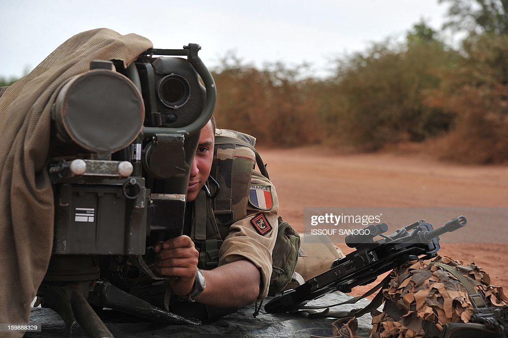 A French soldier deployed in Diabaly lays with a Milan ant-tank missile launcher at the forward position near Diabaly on January 22, 2013. Italy said Tuesday it will send three planes to Mali to help support French and Malian troops battling Islamist rebels after parliament gave the green light for a two- to three-month logistical mission. AFP PHOTO / ISSOUF SANOGO