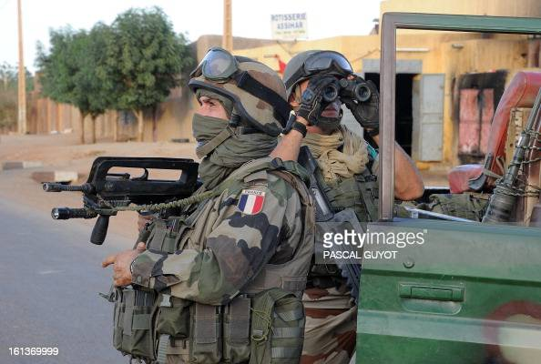 French soldiers arrive on February 10 2013 in the Malian northern city of Gao to evacuate journalists as fights between Islamist rebels and Malian...