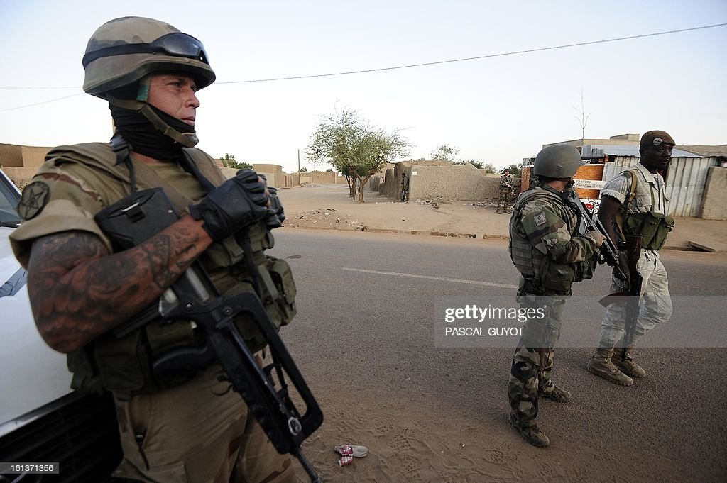 French soldiers arrive on February 10, 2013 in the Malian northern city of Gao to evacuate journalists as fights between Islamist rebels and Malian soldiers broke out in the center of Gao, recently taken over by the French military to Malian armed Islamist groups.