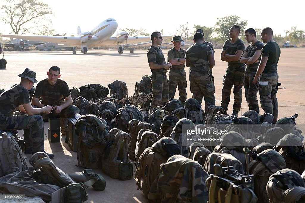 French soldiers from 2nd RIMA, arriving from France, stand at the 101 military airbase near Bamako on January 14, 2013, before their deployment in north of Mali. France is using air and ground power in a joint offensive with Malian soldiers launched on January 11 against hardline Islamist groups controlling northern Mali.