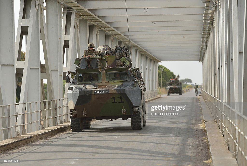 French soldiers from the 21st RIMA patrol with armoured vehicles on a strategic bridge over the Niger river on January 22, 2013, near Markala, some 270km north of Bamako. Mali's army chief today said his French-backed forces could reclaim the northern towns of Gao and fabled Timbuktu from Islamists in a month, as the United States began airlifting French troops to Mali. AFP PHOTO / ERIC FEFERBERG