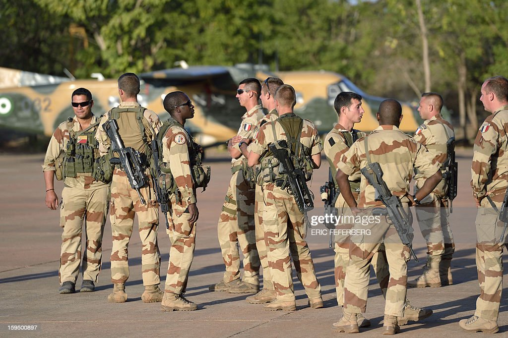 French soldiers from the 2nd RIMA (French Navy Infantry Regiment), arriving from France, stand at the 101 military airbase near Bamako on January 14, 2013, before their deployment in north of Mali. France is using air and ground power in a joint offensive with Malian soldiers launched on January 11 against hardline Islamist groups controlling northern Mali.