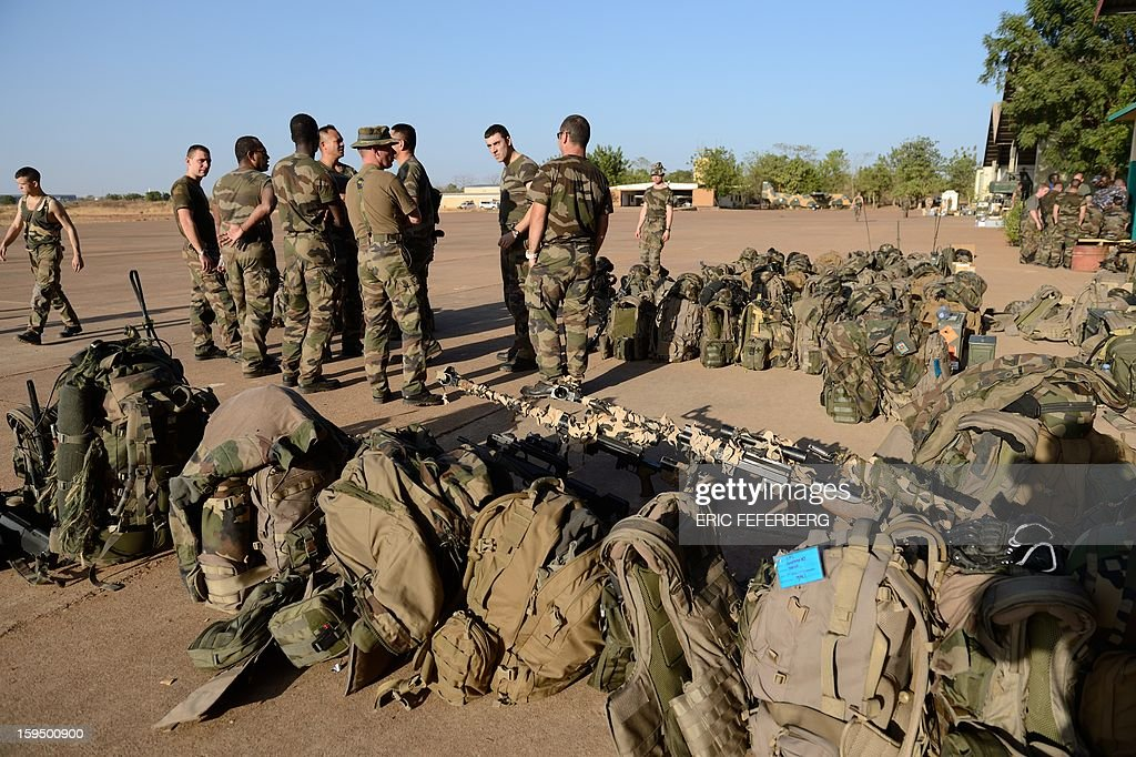 French soldiers from the 2nd RIMA (French Navy Infantry Regiment), arriving from France, stand at the 101 military airbase near Bamako on January 14, 2013, before their deployment in north of Mali. France is using air and ground power in a joint offensive with Malian soldiers launched on January 11 against hardline Islamist groups controlling northern Mali. AFP PHOTO /ERIC FEFERBERG