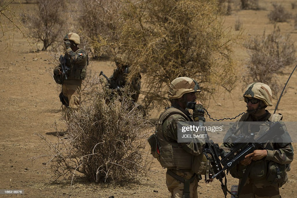 French soldiers of the 92nd Infantery Regiment take part on April 10, 2013, 105 kms north of the northeastern Malian city of Gao, in day three of Operation Gustav, a hunt for Islamist fighters in a valley in northern Mali and one of France's largest military operations during its three-month intervention in its former colony. Operation Gustav comes with France preparing to withdraw three-quarters of the 4,000 troops it deployed in January to block a feared advance on the Malian capital Bamako by Al Qaeda-linked insurgents. AFP PHOTO / JOEL SAGET