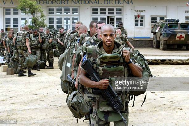 French soldiers of the third RIMA line up before boarding 30 August 2003 at Bunia airport a C130 military plane bound to Entebbe in Uganda the main...