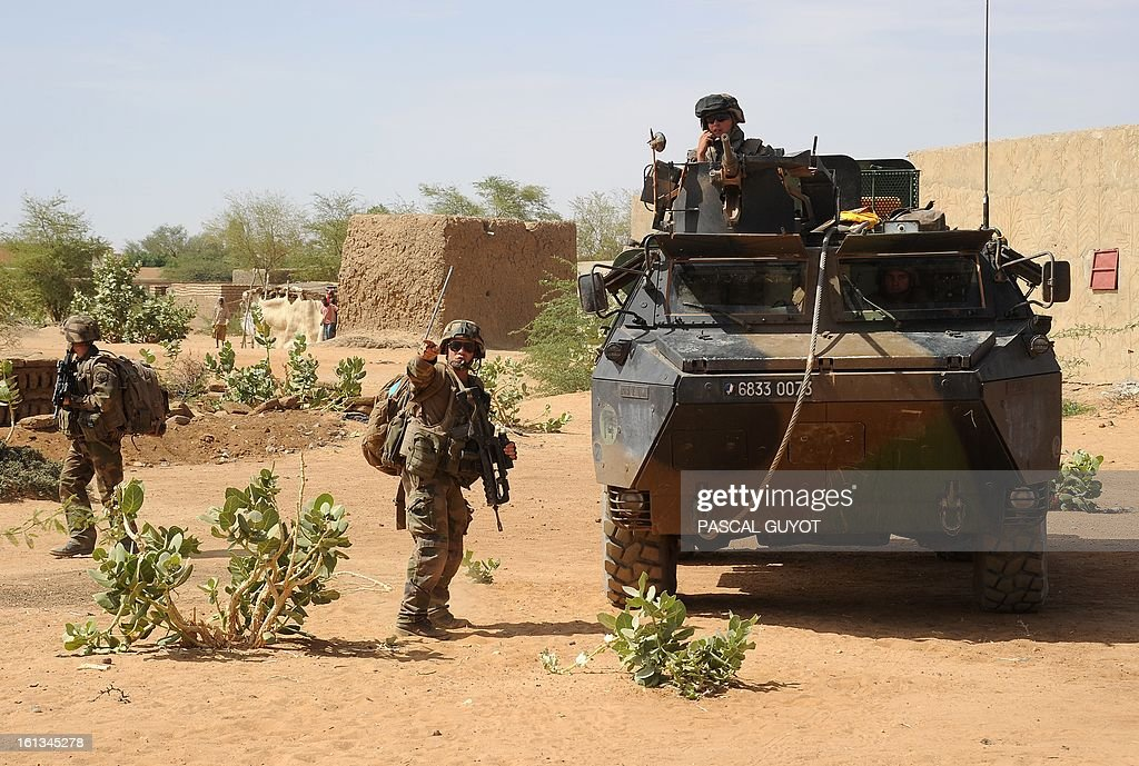 French soldiers patrol at the site where a suicide bomber blew himself up on February 10, 2013 in northern Gao on the road to Gourem.Fighting between Islamists rebels and Malian soldiers broke out in the center of Gao, the largest city in northern Mali, recently taken over by the French military and Malian armed Islamist groups, hit by two suicide bombings in two days. AFP PHOTO / PASCAL GUYOT