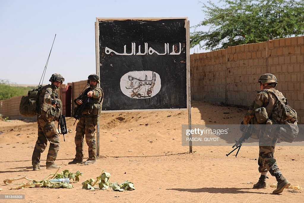 French soldiers patrol at the site where a suicide bomber blew himself up on February 10, 2013 in northern Gao on the road to Gourem. Fighting between Islamists rebels and Malian soldiers broke out in the center of Gao, the largest city in northern Mali, recently taken over by the French military and Malian armed Islamist groups, hit by two suicide bombings in two days. AFP PHOTO / PASCAL GUYOT