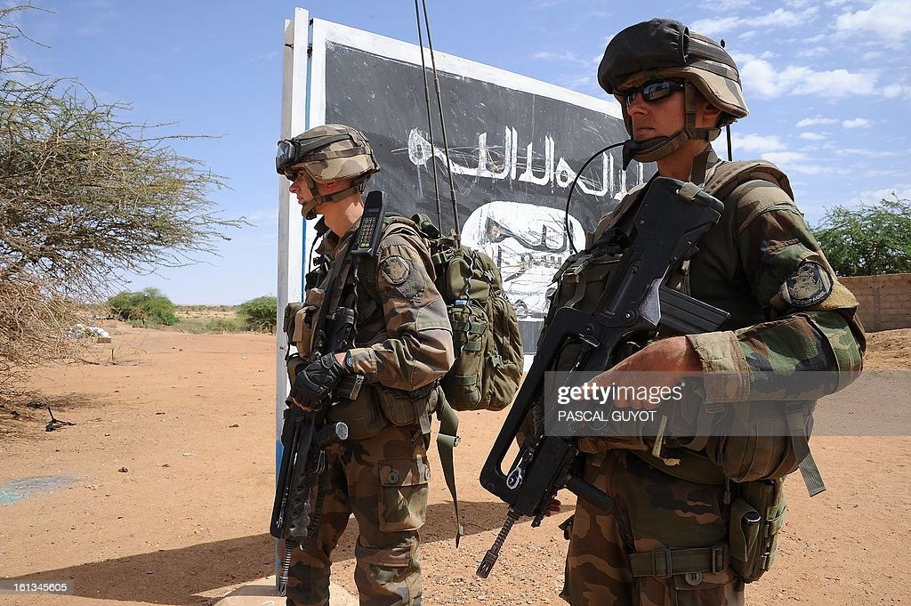 French soldiers patrol at the site where the suicide bomber blew himself up on February 10, 2013 in northern Gao on the road to Gourem. Fighting between Islamists rebels and Malian soldiers broke out in the center of Gao, the largest city in northern Mali, recently taken over by the French military and Malian armed Islamist groups, hit by two suicide bombings in two days. AFP PHOTO / PASCAL GUYOT