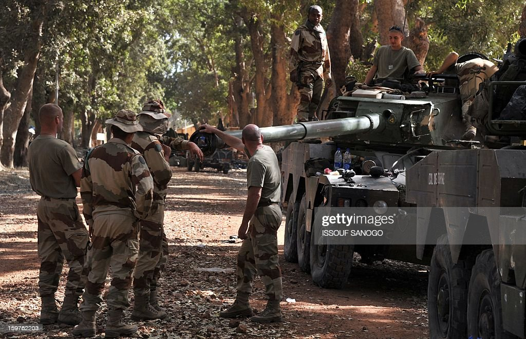French soldiers prepare a tank on January 20, 2013 in the city of Niono, about 350 kms (220 miles) northeast of the capital Bamako and 60 kms south of Diabaly, which was seized on January 14 by Islamists and then heavily bombed by French warplanes. A spokesman for the French military operation codenamed Serval said on January 20 that French forces were advancing towards Mali's Islamist-held north after taking up positions in the towns of Niono and Sevare. SANOGO