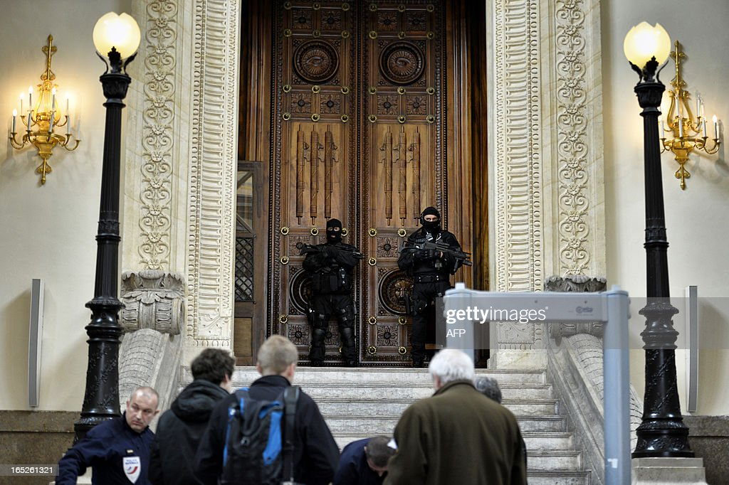 French special police forces (GIPN and RAID) members secure Lyon's criminal court, on April 2, 2013, on the openning day of Christophe Khider and Omar Top El Hadj's trial. They are judged for having escaped from jail using explosives and taking hostages two prison staffs. AFP PHOTO / JEFF PACHOUD