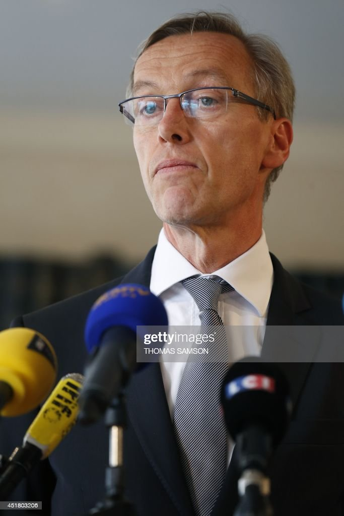 French state posecutor of Evry, <b>Eric Lallement</b>, delivers a press conference ... - french-state-posecutor-of-evry-eric-lallement-delivers-a-press-in-picture-id451803206