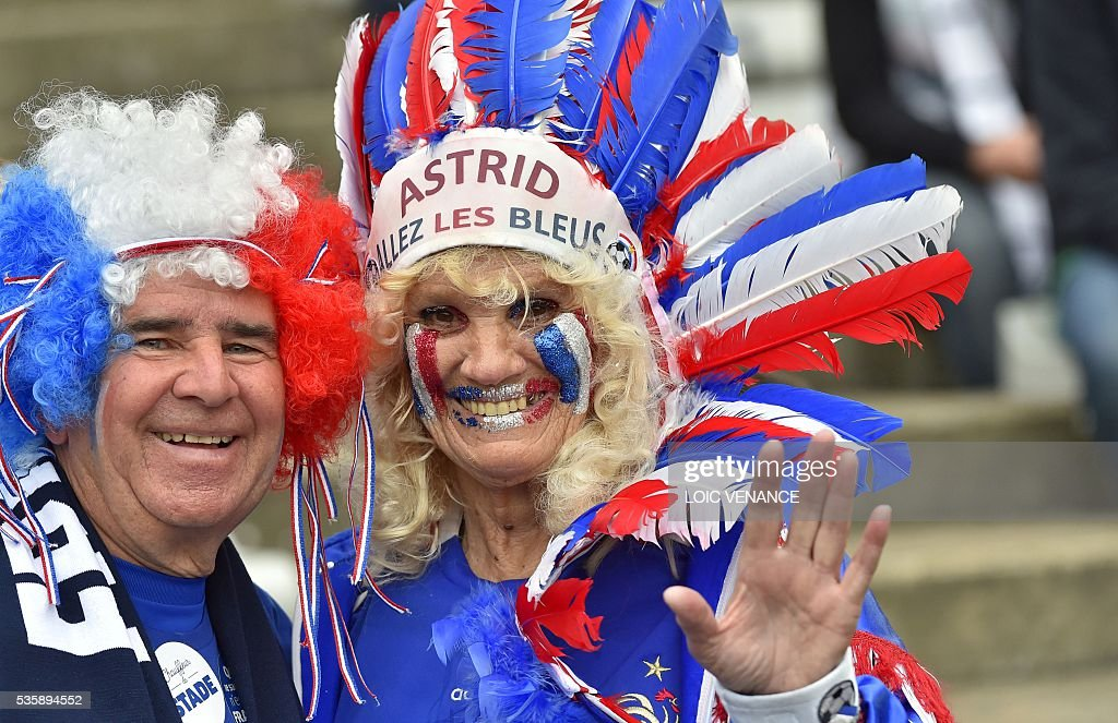 French supporters attend the International friendly football match between France and Cameroon at the Beaujoire stadium, in Nantes, western France, on May 30, 2016 as part of the French team's preparation for the upcoming Euro 2016 European football championships. / AFP / LOIC