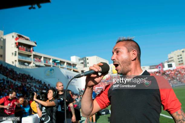 French tatoo maker and singer Cedric Abellon performs the traditional song of the RCT fans 'Pilou Pilou' prior to the Champions Cup rugby union match...