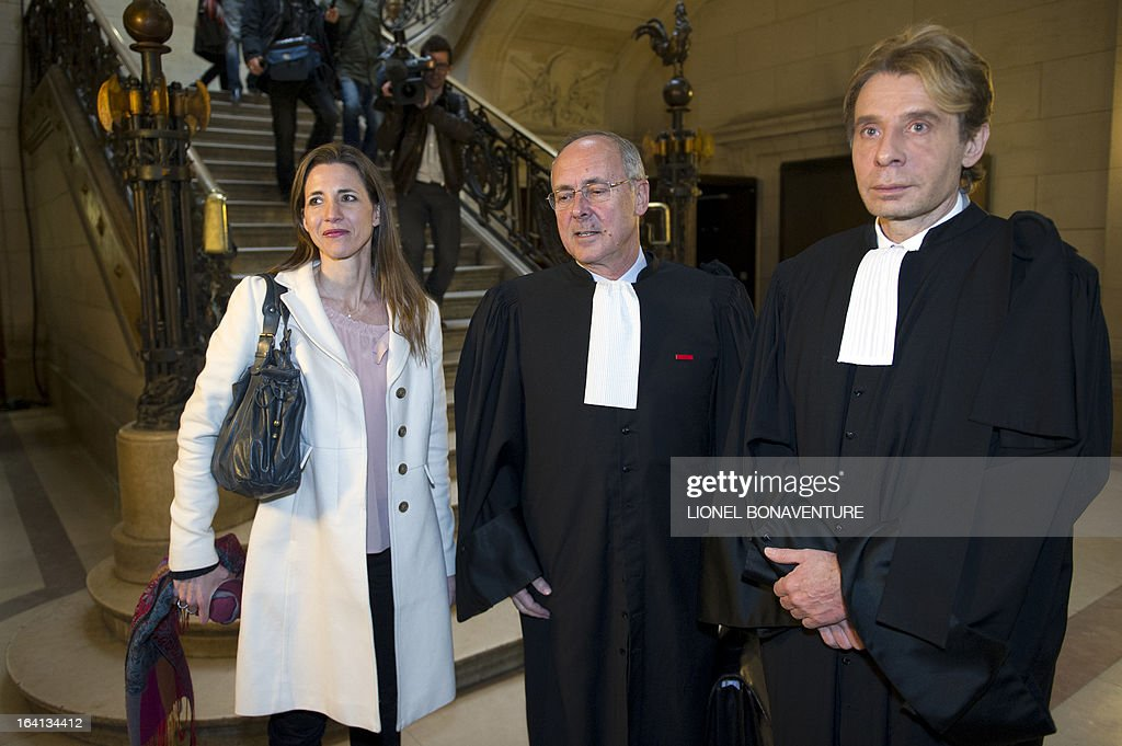 French television journalist Alix Bouilhaguet (L), one of the two suied French journalists, wait for the start of her trial with her lawyers, on March 20, 2013 at the Paris' courthouse, after Valerie Trierweiler, the president's 47-year-old partner, suied them for defamation and invasion of privacy, seeking 85,000 euros ($110,000) in damages and court costs, for their book of 'La Frondeuse' (The Rebel). As the trial opened on Monday, it emerged that Hollande sent a letter -- but not on paper with the presidential letterhead -- to the court denying an assertion in the book that he had reached out to the right in the mid-1990s. There was no official reaction from Hollande, but a source close to the president said he was in no way trying to influence the court and was simply providing testimony in the case. AFP PHOTO / LIONEL BONAVENTURE