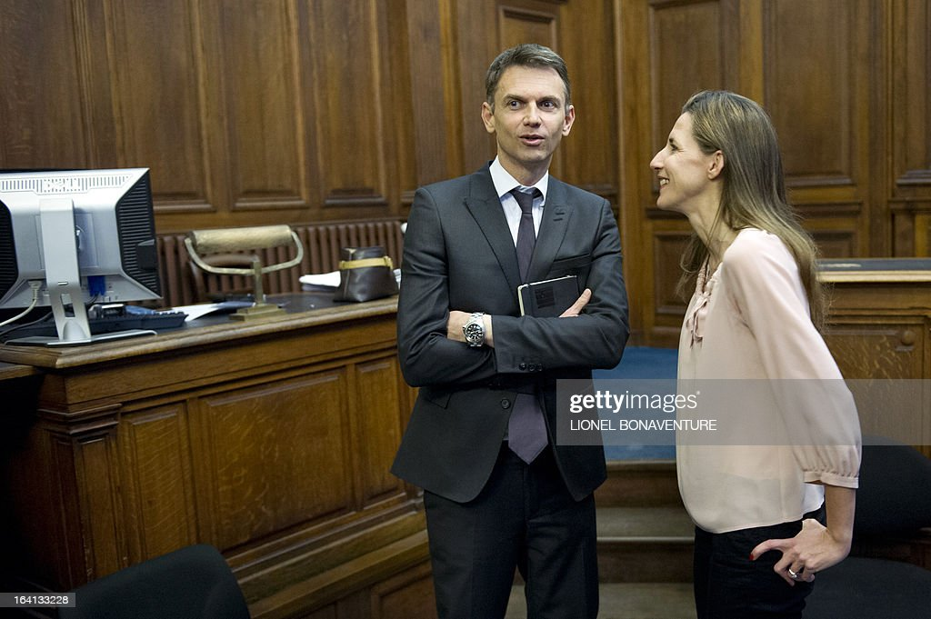 French television journalists Christophe Jakubyszyn (C) and Alix Bouilhaguet (R), wait for the start of their trial on March 20, 2013 at the Paris' courthouse, after Valerie Trierweiler, the president's 47-year-old partner, suied them for defamation and invasion of privacy, seeking 85,000 euros ($110,000) in damages and court costs, for their book of 'La Frondeuse' (The Rebel). As the trial opened on Monday, it emerged that Hollande sent a letter -- but not on paper with the presidential letterhead -- to the court denying an assertion in the book that he had reached out to the right in the mid-1990s. There was no official reaction from Hollande, but a source close to the president said he was in no way trying to influence the court and was simply providing testimony in the case. AFP PHOTO / LIONEL BONAVENTURE