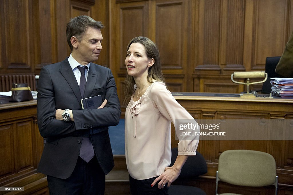 French television journalists Christophe Jakubyszyn (L) and Alix Bouilhaguet (C), wait for the start of their trial on March 20, 2013 at the Paris' courthouse, after Valerie Trierweiler, the president's 47-year-old partner, suied them for defamation and invasion of privacy, seeking 85,000 euros ($110,000) in damages and court costs, for their book of 'La Frondeuse' (The Rebel). As the trial opened on Monday, it emerged that Hollande sent a letter -- but not on paper with the presidential letterhead -- to the court denying an assertion in the book that he had reached out to the right in the mid-1990s. There was no official reaction from Hollande, but a source close to the president said he was in no way trying to influence the court and was simply providing testimony in the case. AFP PHOTO / LIONEL BONAVENTURE
