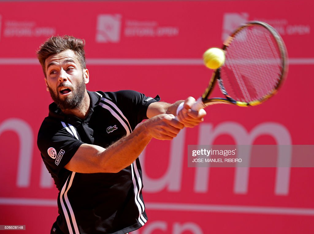 French tennis player Benoit Paire returns a ball to Spanish player Pablo Carreno Busta during their semi-final match of the Estoril Open Tennis tournament in Estoril on April 30, 2016. / AFP / JOSE