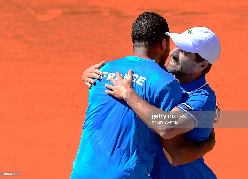 French tennis player Jo-Wilfried Tsonga (L) celebrates with team captain Arnaud Clement after beating Argentine tennis player Juan Monaco in the Davis Cup quarterfinals tennis match at Mary Teran de Weiss stadium in Roca Park in Buenos Aires on April 7, 2013. Tsonga won 6-3, 6-3, 6-0.