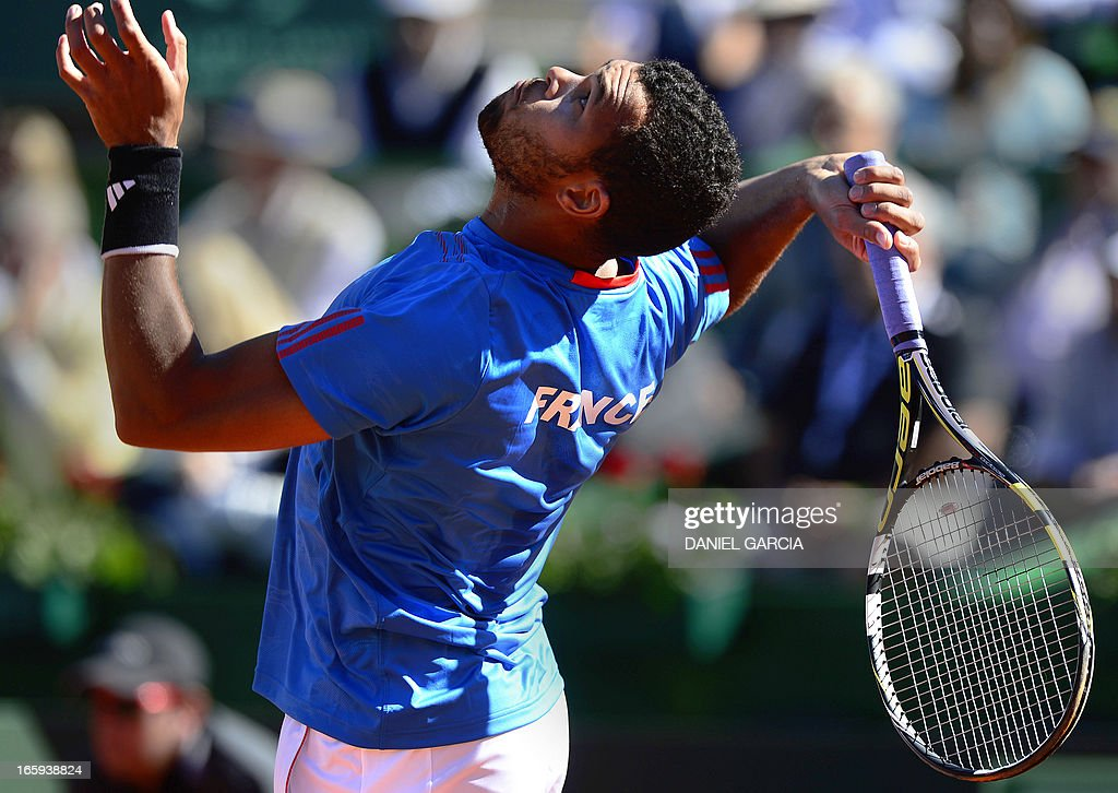 French tennis player Jo-Wilfried Tsonga serves the ball to Argentine tennis player Juan Monaco during the Davis Cup quarterfinals tennis match at Mary Teran de Weiss stadium in Roca Park in Buenos Aires on April 7, 2013. Tsonga won 6-3, 6-3, 6-0. AFP PHOTO / DANIEL GARCIA