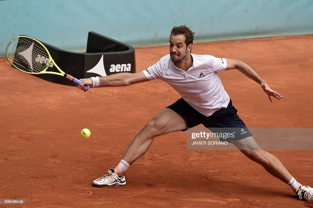 French tennis player Richard Gasquet returns a ball to Japanese tennis player Kei Nishikori during the Madrid Open tournament at the Caja Magica (Magic Box) sports complex in Madrid on May 5, 2016. / AFP / JAVIER