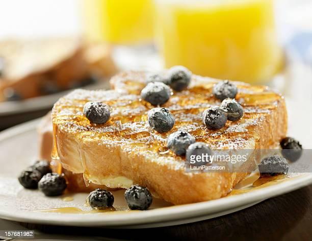 Toast français avec un sirop d'érable