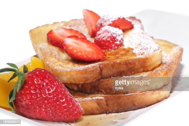 Toast français avec des fraises