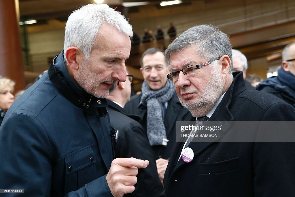 French Transports minister Alain Vidalies (R)and the President of the French state rail operator SNCF, Guillaume Pepy (L) attend the inauguration of the new Rosa Parks railway station in Paris on February 6, 2016. / AFP / THOMAS SAMSON