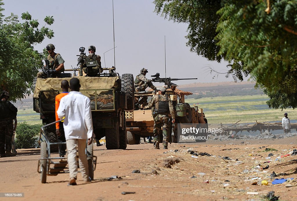 French troops patrol on January 30, 2013 along the Niger river in the northern city of Gao, a key Islamist stronghold until it was retaken on January 26 by French and Malian troops in a major boost to the French-led offensive against the Al Qaeda-linked rebels, who have been holding Mali's vast desert north since last April. French troops on January 30 entered Kidal, the last Islamist bastion in Mali's north after a whirlwind Paris-led offensive, as France urged peace talks to douse ethnic tensions targeting Arabs and Tuaregs. AFP PHOTO/ SIA KAMBOU