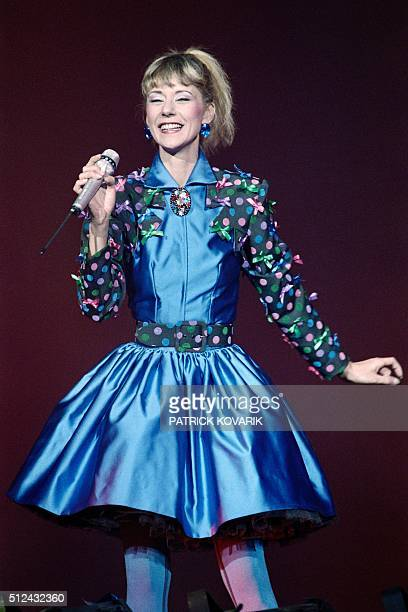 French TV host and singer Frederique Hoschede better known as Dorothée performs on the stage of the Zenith in Paris on November 26 1988 / AFP /...