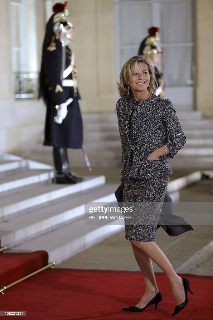 French TV journalist Claire Chazal arrives at the Elysee Palace in Paris, on December 11, 2012, to attend a state dinner given in honour of Brazil's President. Brazilian President Dilma Roussef is on a two-day visit to France. AFP PHOTO / POOL / PHILIPPE WOJAZER