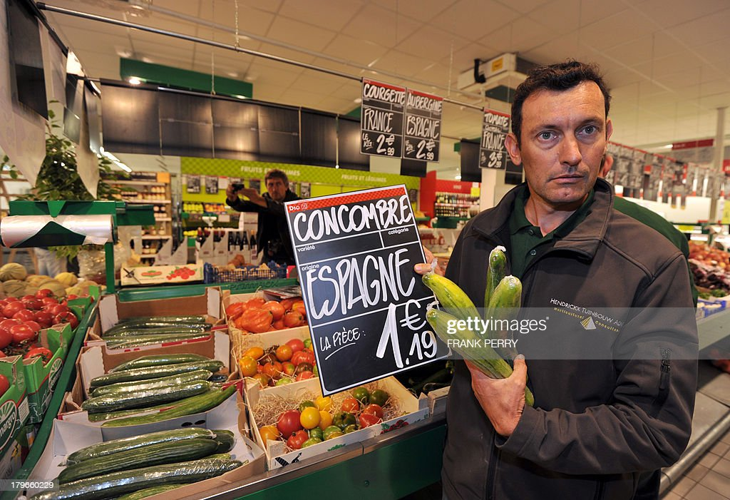 A French vegetable producer protests against the sale of vegetables imported from other countries in a Dia discount store in Sainte-Luce-sur-Loire on September 6, 2013. AFP PHOTO/FRANK PERRY