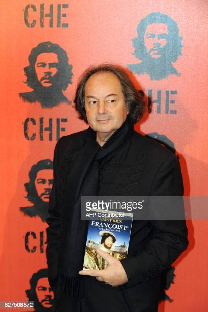French writer Gonzague SaintBris poses with his latest book prior to attend the screening of Argentina's director Steven Soderbergh's latest film...