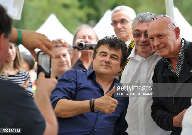 French writer Patrick Pelloux poses with fans during the 21th book fair La Foret Des Livres on August 28 2016 in ChanceauxprèsLoches central France /...